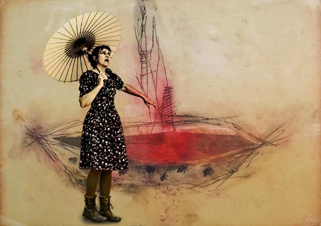 Sonnenschirm mit Frau auf Boot